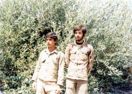 شهید محمود مهدی نژاد(سمت چپ)